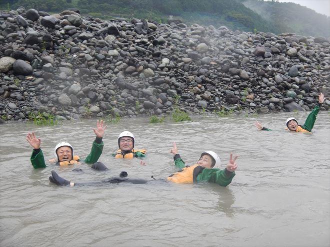 富士川 泳ぐ アウトドア