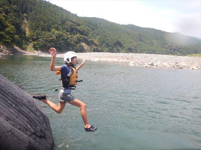夏休み 川滑り台