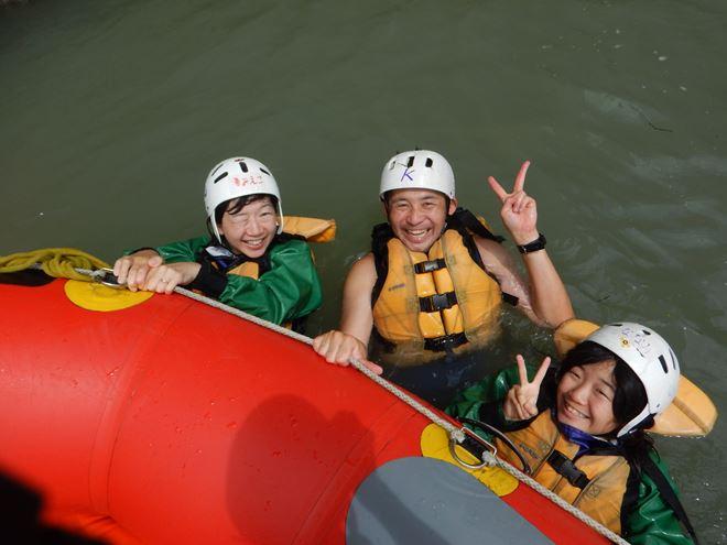 ラフティング 川遊び 泳ぐ