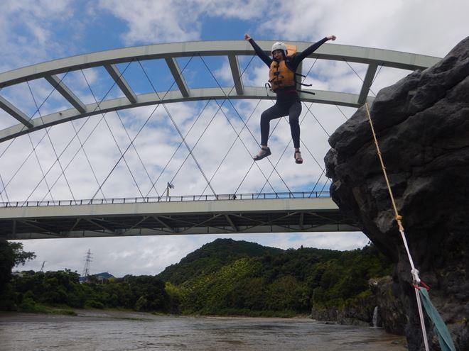 飛び込み 川遊び アウトドア