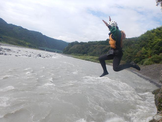 飛び込み 川遊び 激流