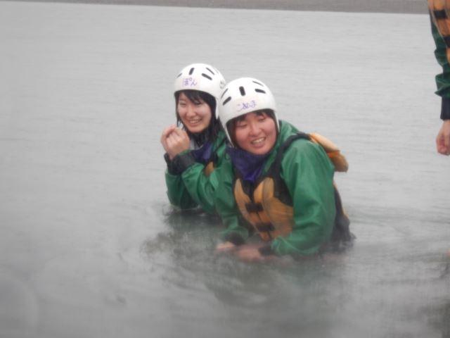 川泳ぎ ヘルメット ウェットスーツ