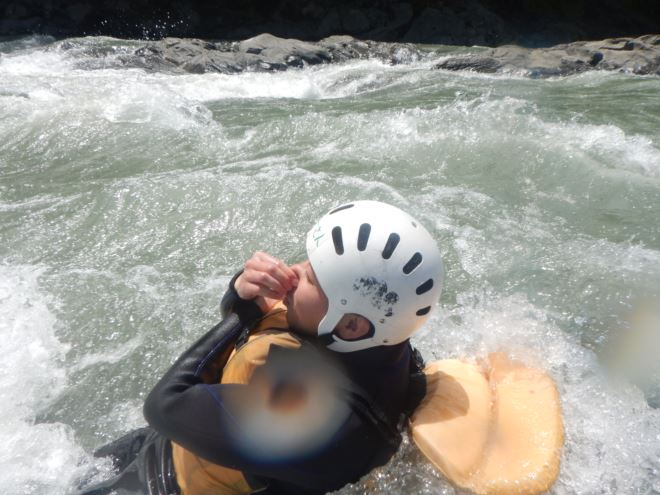急流 泳ぎ 川遊び