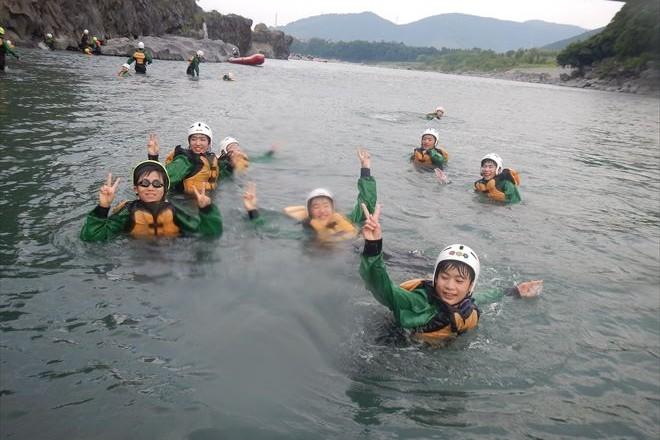 川泳ぎ 夏遊び ゴール