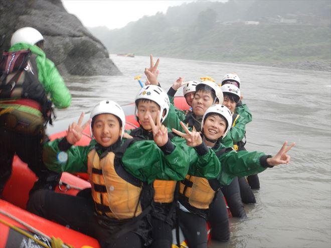富士川下り ラフティングボート