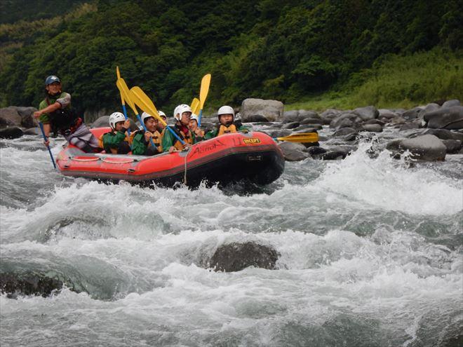 チームワーク 赤いボート 教育ラフティング