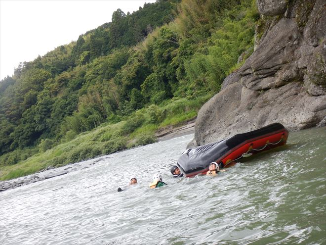 ボート転覆 フリップ 川泳ぎ