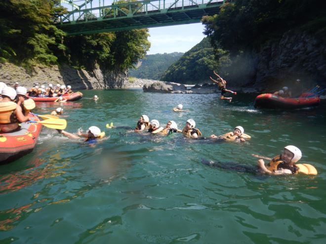 泳ぐ 半日ラフト 川下り