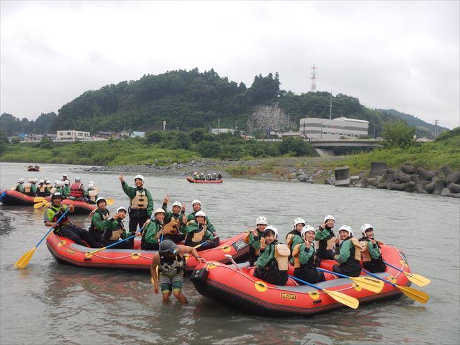 半日教育旅行 ボートたくさん 学生