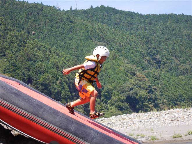 滑り台を走る ボート富士川遊び 川下り