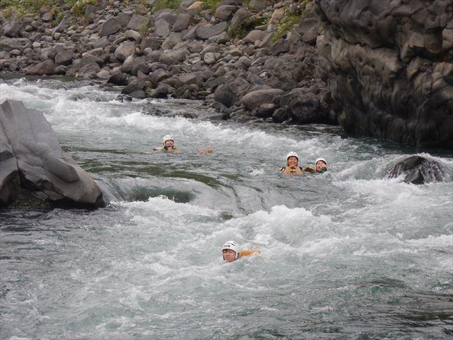 静岡 激しい 川遊び