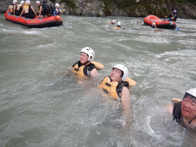 修学旅行で川遊び 団体ラフティング静岡 ナチュラルアクション