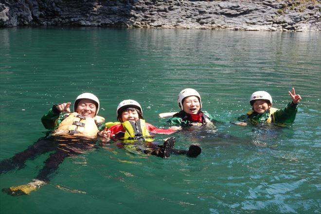 家族で水遊び
