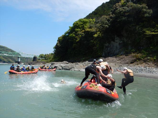 富士宮川遊び ボートで川下り