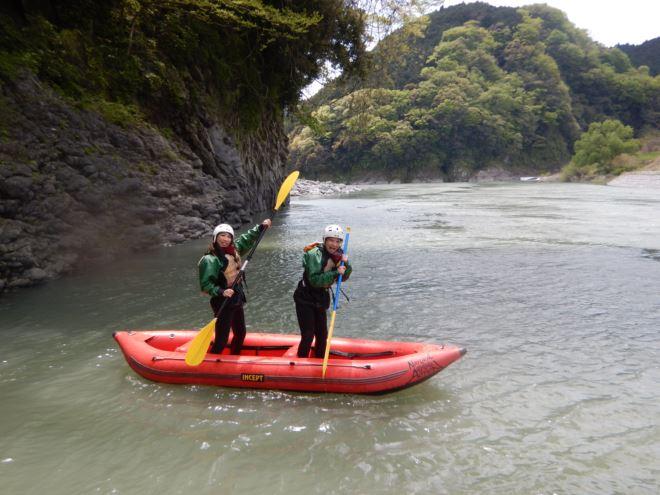アウトドア女子 富士川アクティビティ 2人乗りゴムボート