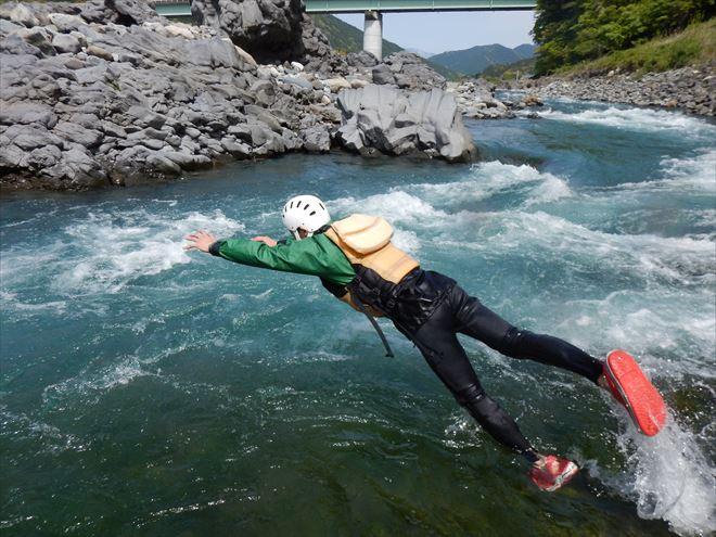 富士川急流 富士川遊び 飛び込み