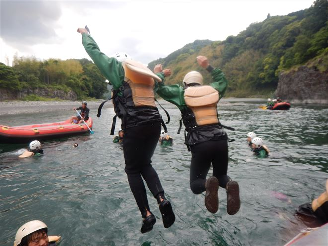川へ飛び込み 安全装備 静岡観光