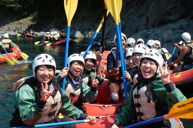 教育旅行で川遊び 教育旅行するならラフティング