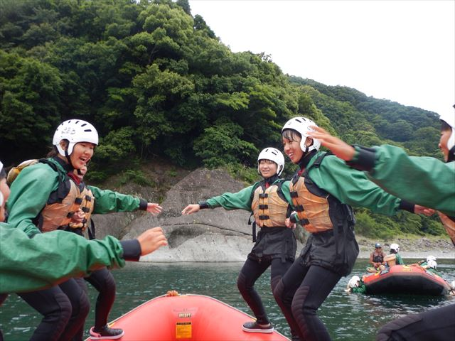 ボートゲーム 川遊び
