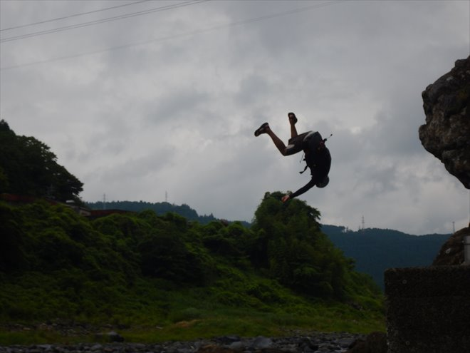 バク宙 回る ジャンプ