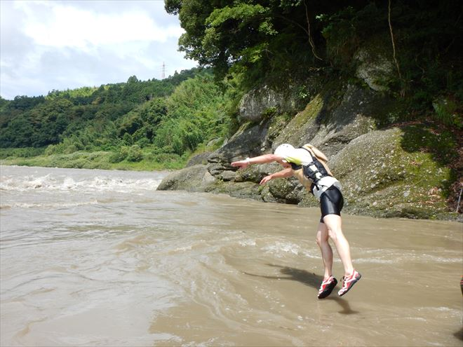 川へ飛び込み 増水富士川