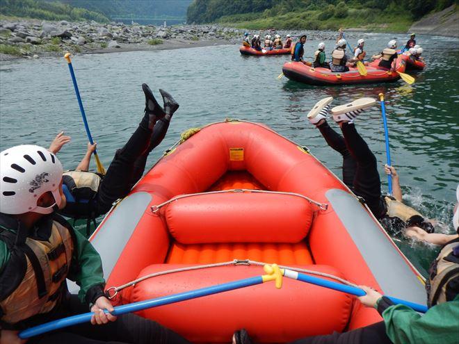 ボートから落ちる 川へ落ちる