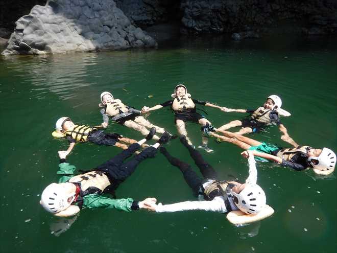 サークル 川で浮く