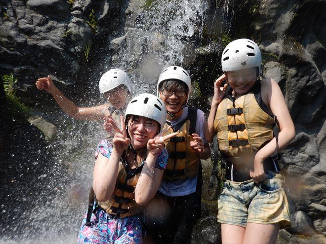 滝遊び 滝に打たれる