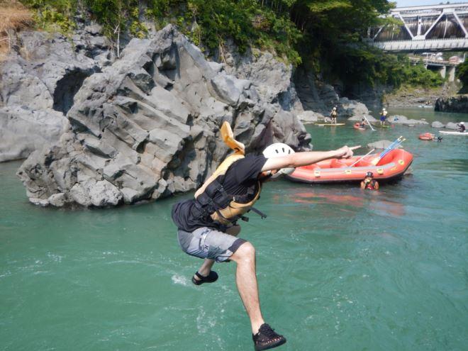 ジャンプ 岩から飛び込み
