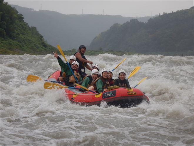 富士川増水ラフティング 半日遊ぶ