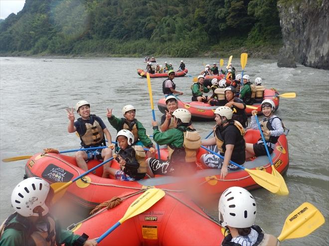 ボートたくさん 川遊び