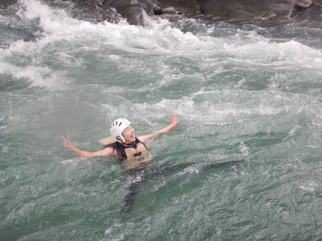 川を流される 流される体験