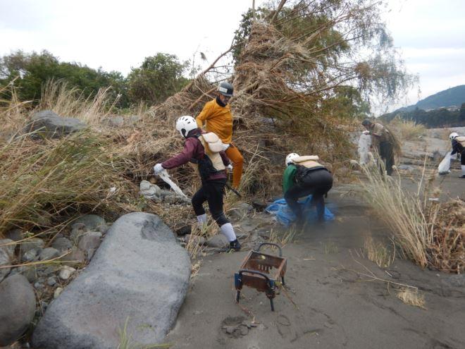 河川清掃 ゴミ拾い