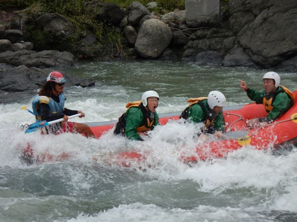 富士川 激流 川遊び