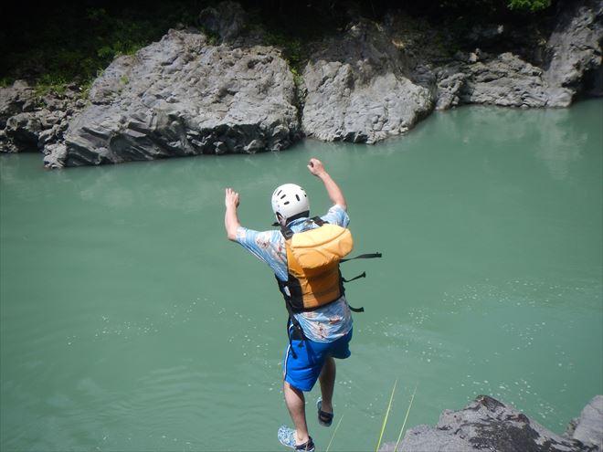 ロックジャンプ 4m岩
