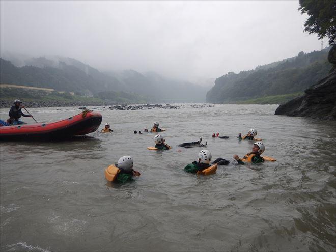 静岡 ラフティング 川 泳ぐ