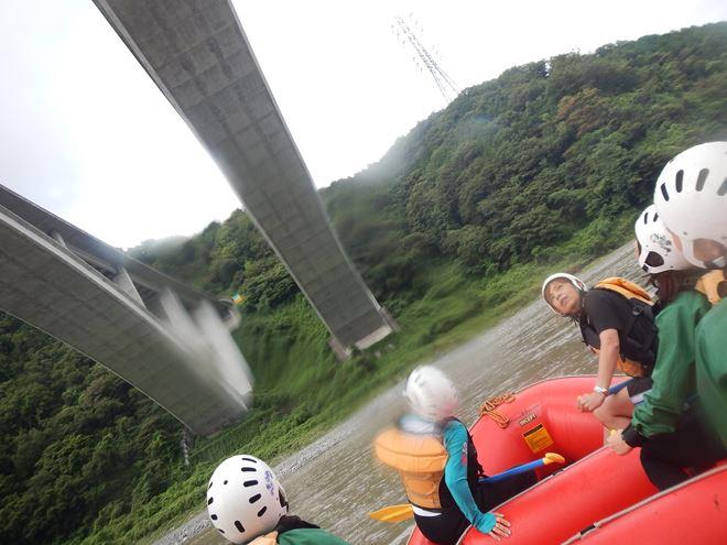 富士川 増水 ラフティング