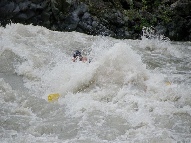 ラフティング 激流 富士川