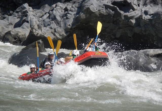川遊び 富士川激流