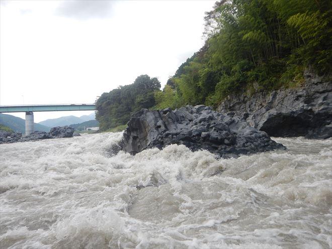 釜口の瀬 岩