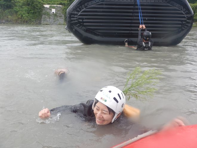 静岡 川遊び 笑顔