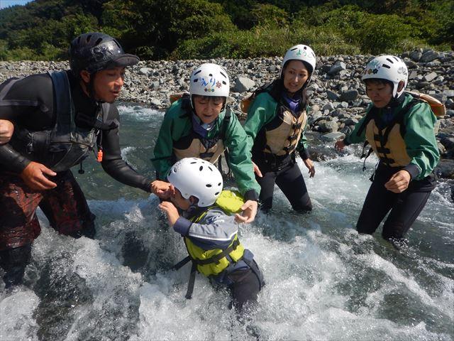 静岡ファミリーで 川遊び