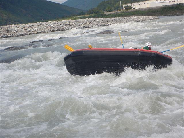 ひっくり返る ボート転覆