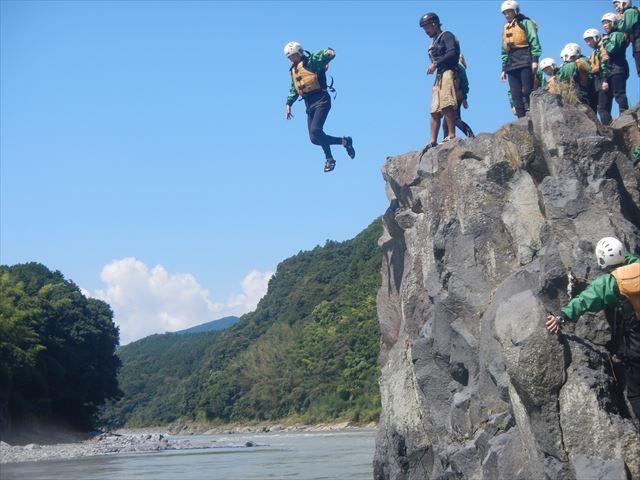 大人飛び込み 蓬莱橋下