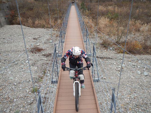 麓 吊り橋