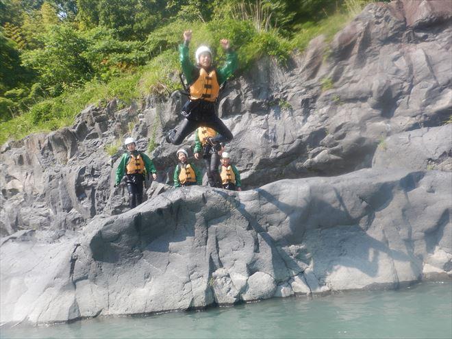 ロックジャンプ 岩の上