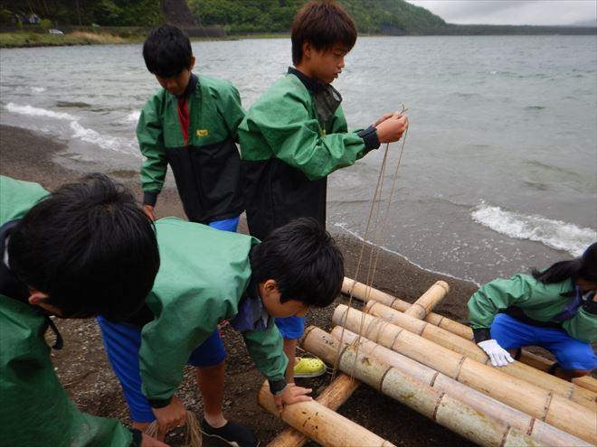 手作りいかだ 竹 湖