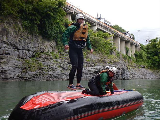 川遊び 静岡半日ラフティング ジャンプ