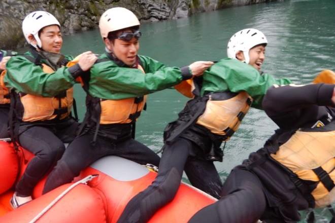 富士川ラフティング 半日コース 雨の日の遊び