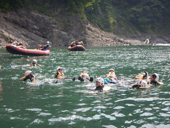川泳ぎ 川遊び 夏遊び